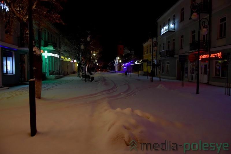 Заснеженная пешеходная улица Ленина