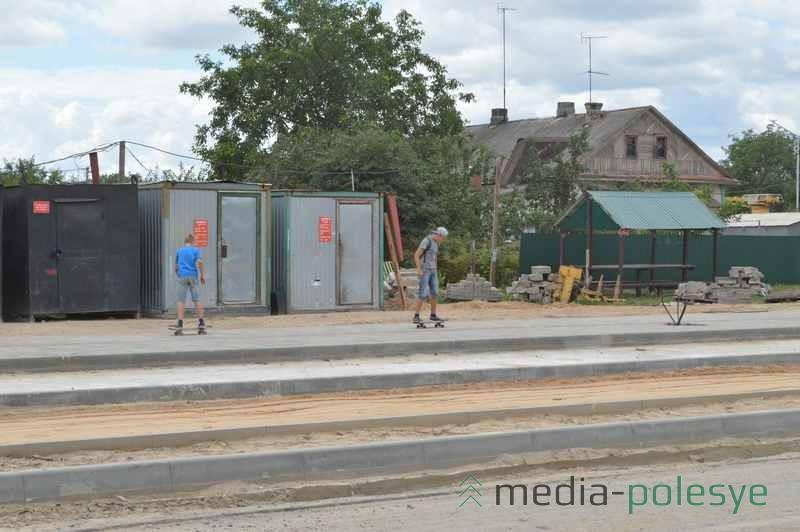 На новых тротуарах скейтбордистам раздолье