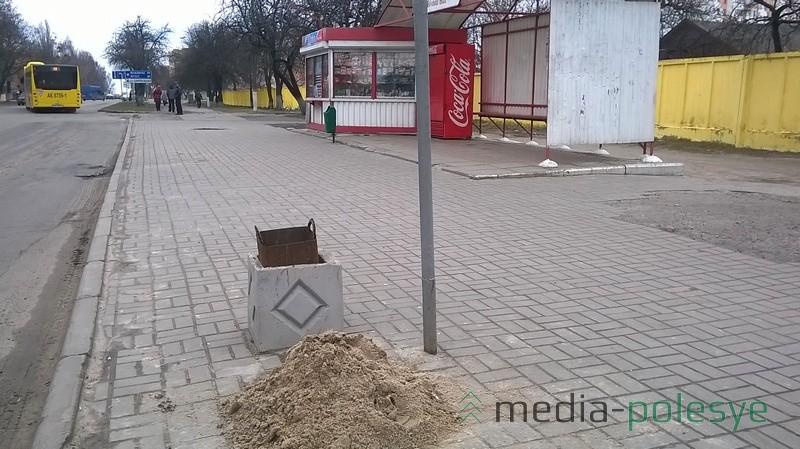 Остановка «Учебная база» - и здесь есть песок