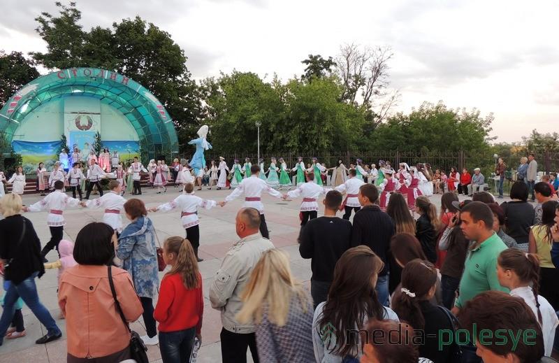 Тэатралізаваная праграма адбылася на летняй пляцоўцы ў парку