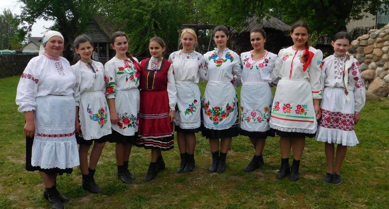 Ірына Ляшкевіч і ўдзельніцы аб'яднання «Згадка»