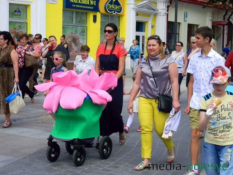 К сожалению, эта участница парада не заявилась на конкурс, поэтому не смогла принять участие в дефиле и награждении