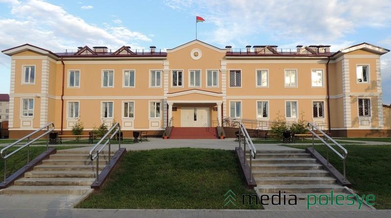 Стало - Здание Столинского районного суда