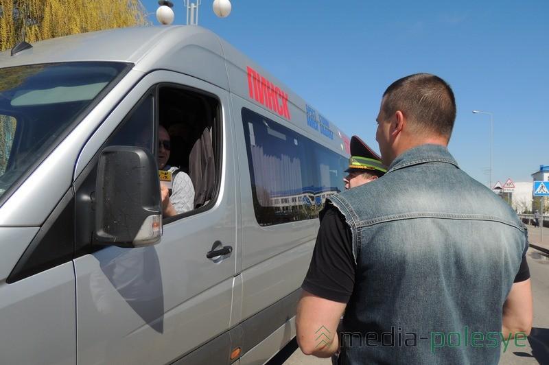 Ни одного водителя, проезжавшего в это время по улице Советской, участники акции не оставили без внимания