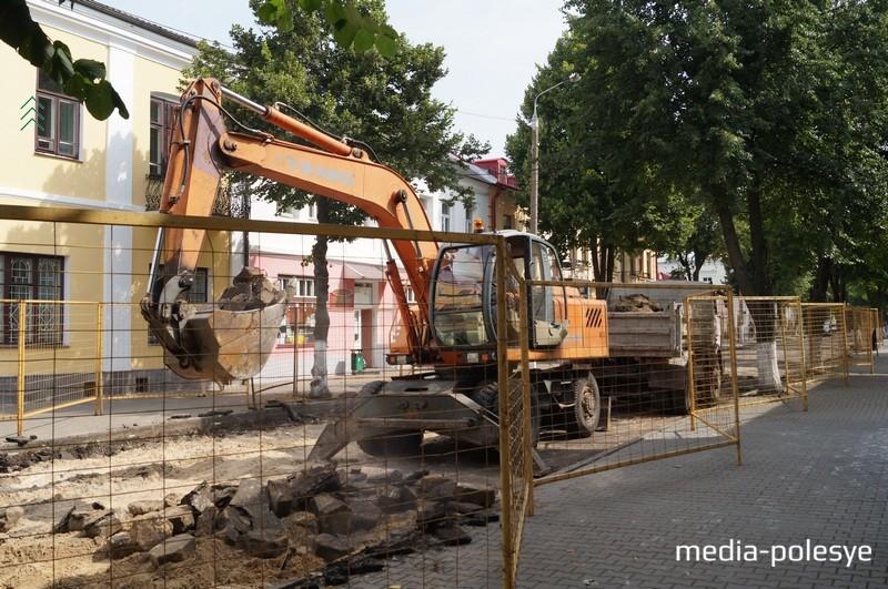 Сейчас трилинку часто просто демонтируют, в Пинске используют для мощения  небольших участков дорог