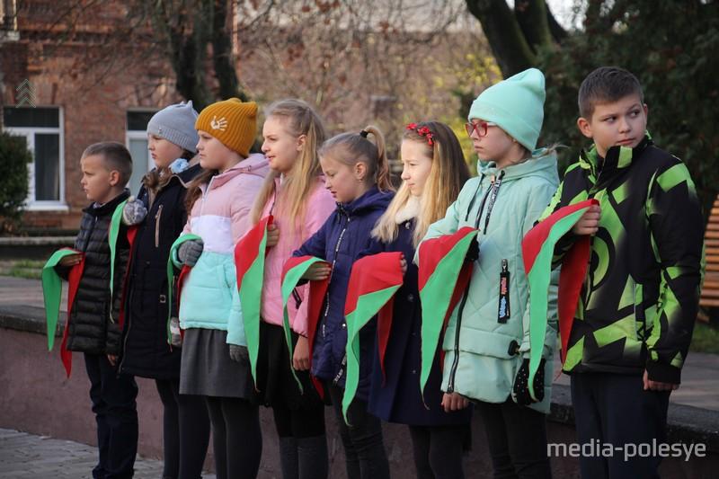 «Всегда выполнять законы пионеров Белоруссии» клянутся пинские пионеры
