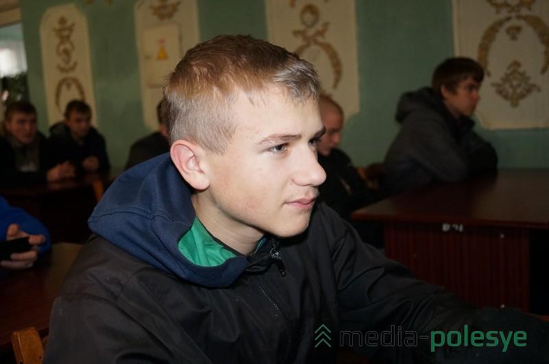 Антон Новик говорит, что безразлично относится к наркотикам