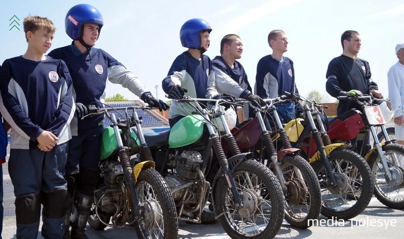 Ребята из команды «Метеор» Слуцк