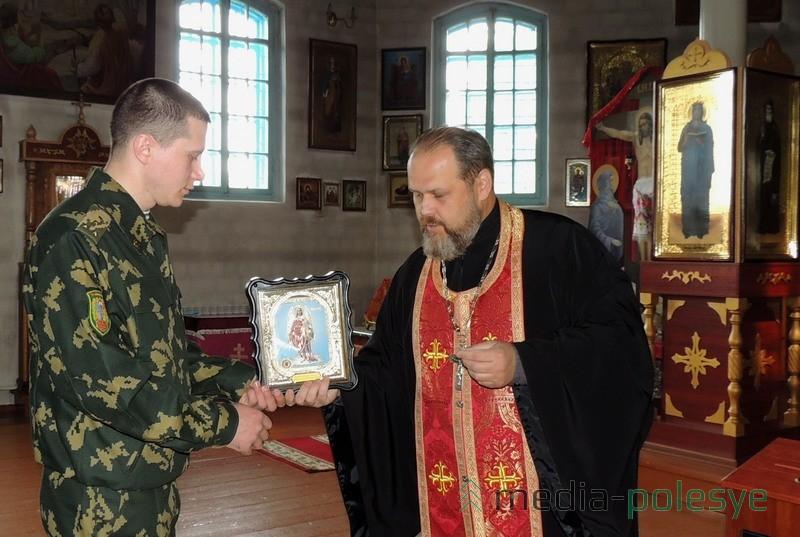 Сразу две иконы переданы в дар пограничникам ОПС «Речица»