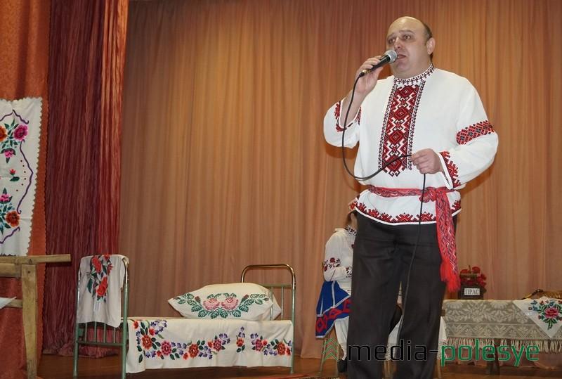 Песню на роднай мове выканаў настаўнік музыкі Віктар Мікалаевіч Барысевіч