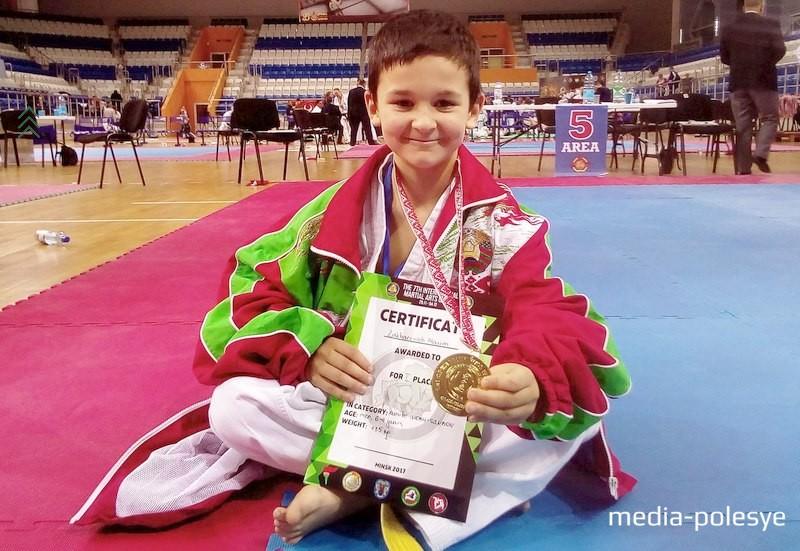 Макс Захаревич – победитель командного КУБКА МИРА WKC