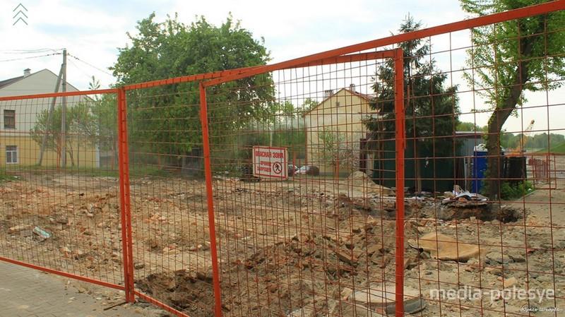 Вероятно, получено разрешение на полный снос здания. Фото Юрия Щербакова для Медиа-Полесья