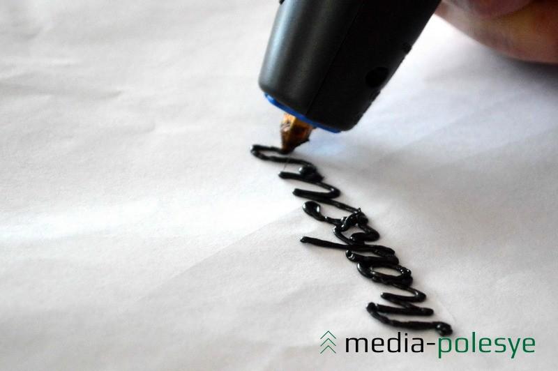 Специальным пластиком можно сделать надпись