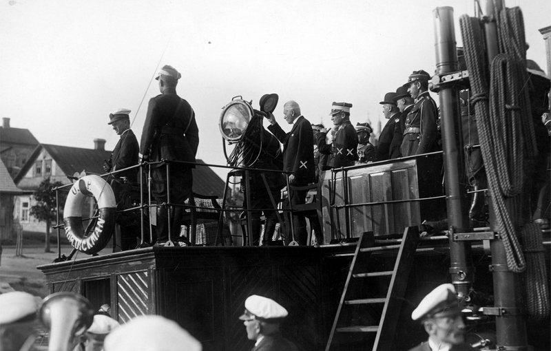Президент Польши Игнаций Мосцицкий (держит шляпу) в Пинске, июль 1928