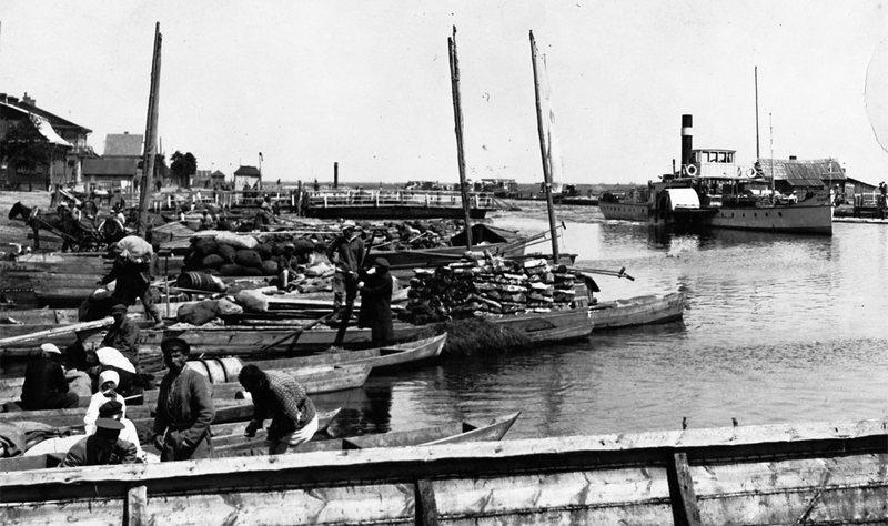 Порт на Пине, 1930—1939. Пассажирские лодки и катера с товарами