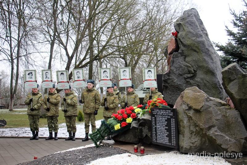 Памятник воинам-интернационалистам в городском парке
