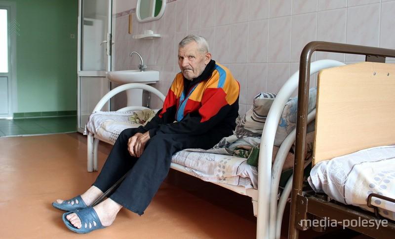 Александр Дмитриевич Буйнич в больничной палате