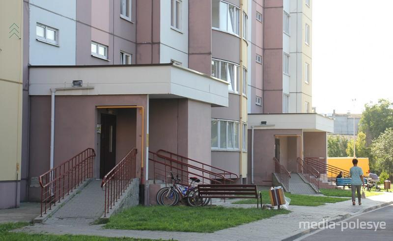 Пандусы в соседнем доме по улице Полесской