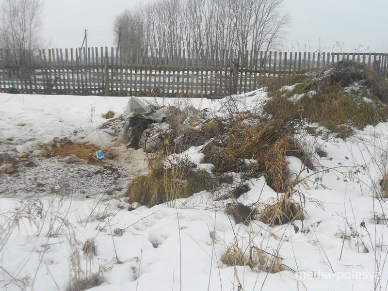 Так территория детской площадки выглядела в феврале 2013 года