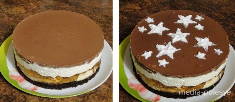 Выход – торт диаметром 20 сантиметров. Украшаем торт по своему усмотрению, а можно просто воспользоваться готовыми трафаретами и посыпать сахарной пудрой