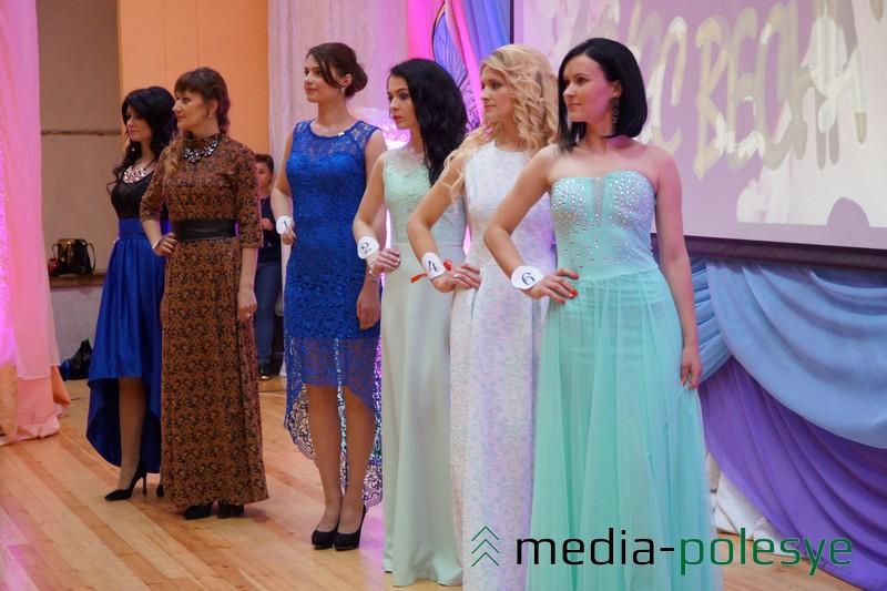 На первом плане под №6 Марина Грушевская - Мисс улыбка