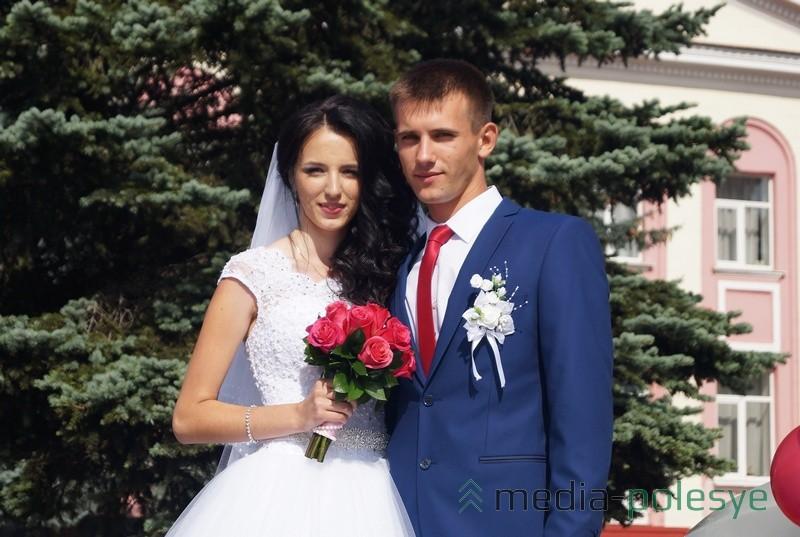 Молодожёны Анна и Владислав Трибоцкие заключили брак как раз в День города