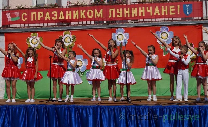 Концертную программу подготовили и на площадке возле музыкальной школы