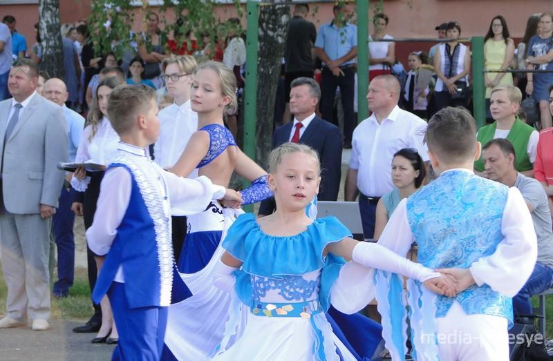 """Поздравление с началом учебного года - от коллектива """"Мириданс"""""""