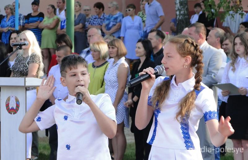 """Участники школьного вокального ансамбля """"Планета детей"""""""