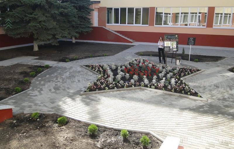 Сад Гёте в школьном дворе