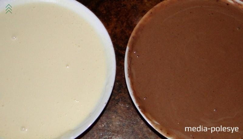 В результате должно получиться два вида теста одинаковой консистенции. Если какое-то тесто получилось гуще, добавляем ещё немного молока