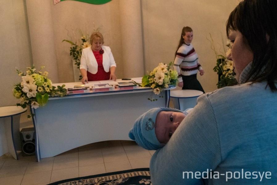 Регистрацию проводит гл. специалист отдела ЗАГС Наталья Богдан