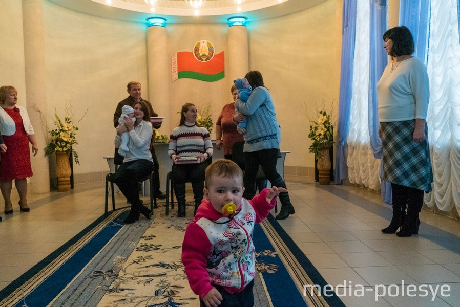 В зале торжественных церемоний оживлённо