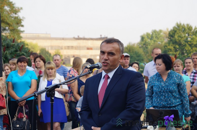 Директор СШ №4 Александр Благодёров пожелал школьникам успехов в учебе