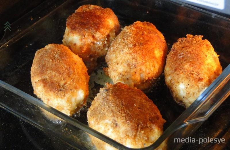 Дальше можно сложить их в блюдо для запекания и отправить в заранее разогретую до 180 градусов духовку на 15-20 минут