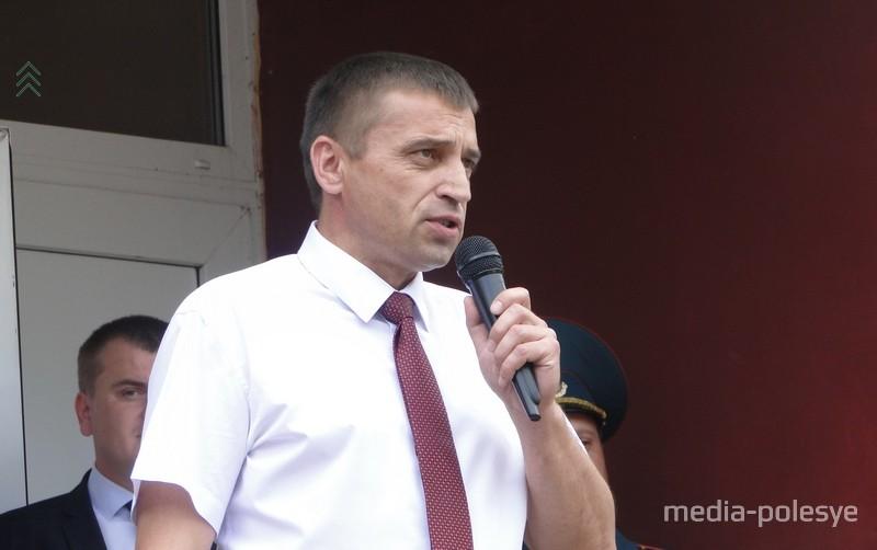 С юбилейным, 70-м выпуском поздравил директор СШ №2 Николай Ефимович Городковец