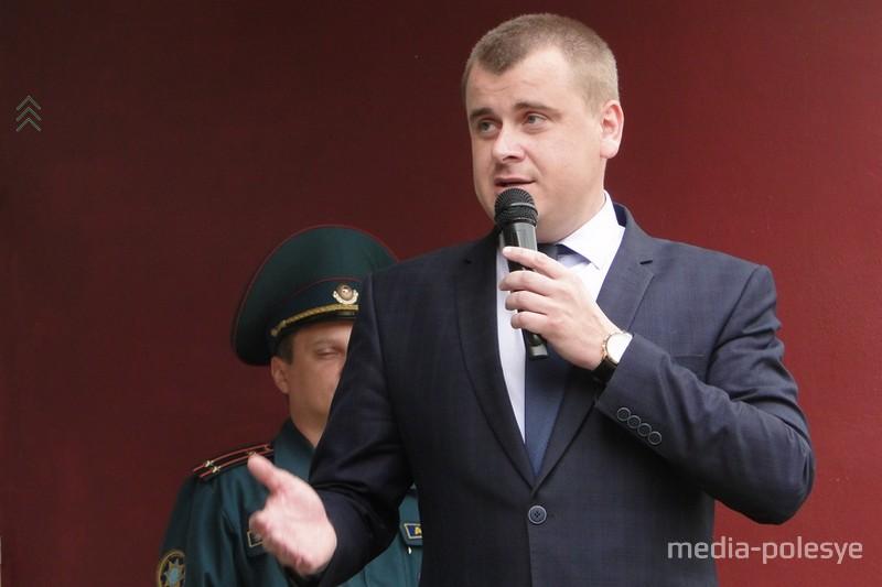 Напутствия выпускникам, школьникам и благодарность педагогам из уст прокурора Лунинецкого района Александра Карлюка