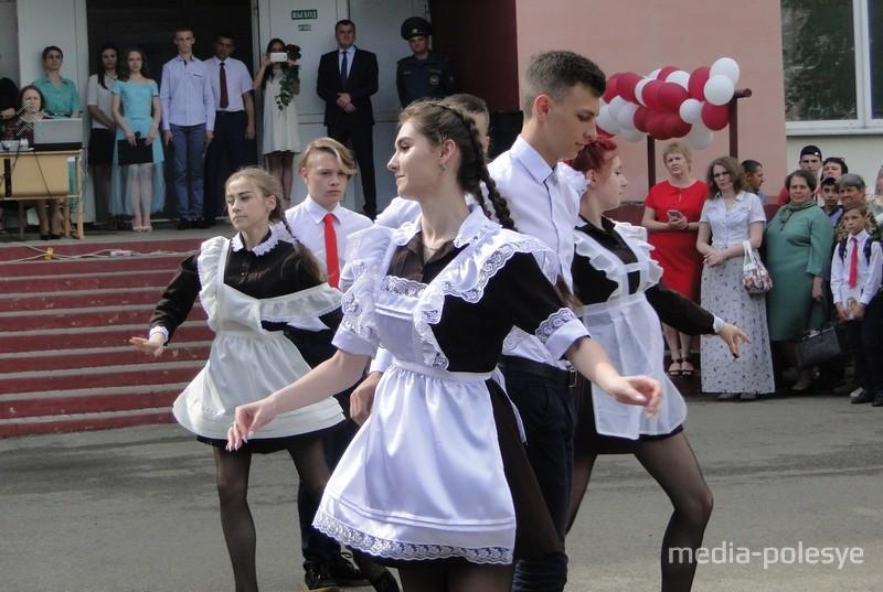 Прощальный танец от выпускников
