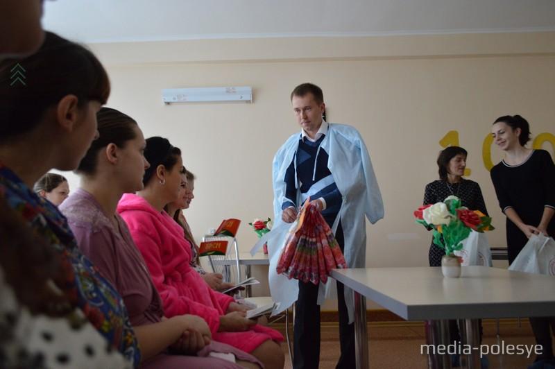 В рамках акции «Ты всегда рядом, мама» поздравил и вручил подарки женщинам первый секретарь РК БРСМ Игорь Горгун