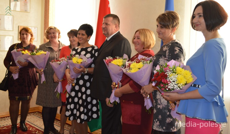 Фото на память с председателем райисполкома Александром Пачко