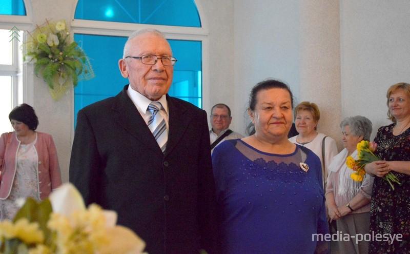 Владимир Иванович и Любовь Михайловна зарегистрировали брак 26 апреля 1969 года в бюро ЗАГС г.Пржевальска Киргизской ССР. Говорят, долго не встречались, три месяца – и пошли в ЗАГС