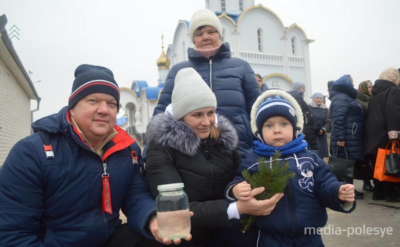 За освящённой водой - семьями