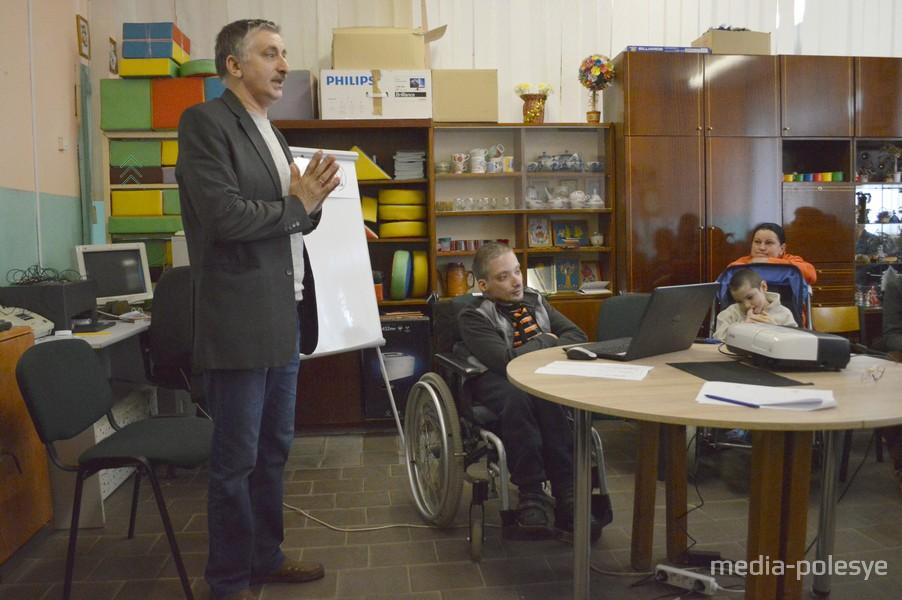 Василий Ярмольчик: - В предприятие, занимающееся полным циклом полиграфических услуг, готовы трудоустроить двоих человек с инвалидностью