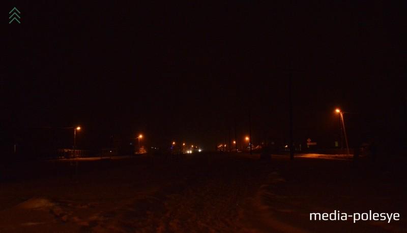 Улица освещается на всей протяжённости