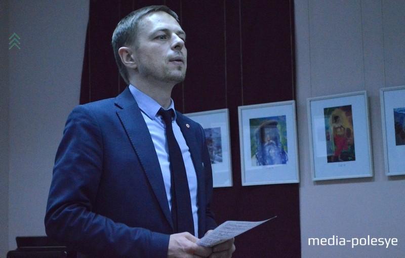 О том, какое место занимала музыка в семье Рерихов, собравшимся рассказал представитель рериховского движения Беларуси Ян Сомов