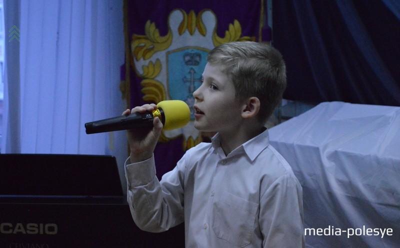 По стопам отца продолжает заниматься музыкой профессионально юный Тимофей Конопацкий