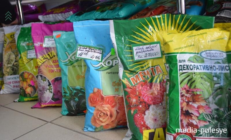 В широком ассортименте имеются грунты, как  универсальные, так и для конкретных видов растений: как цветов, так и овощей