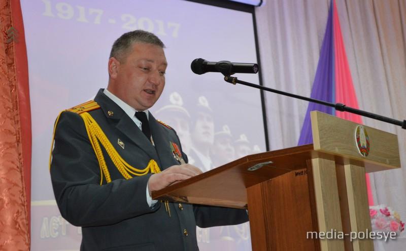 Начальник райотдела Юрий Лемешевский поздравил коллег и напомнил страницы истории милицейской службы