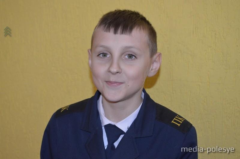 10-летний Дима Мясникович учится в правовом классе СШ №2 г.Микашевичи. В будущем мальчик мечтает стать милиционером. - Хочу быть милиционером, ловить плохих людей, - говорит Дима. Сейчас же мальчик старается хорошо учиться и вести себя примерно