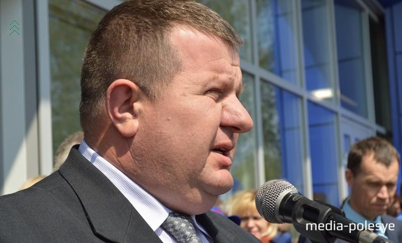 Председатель Лунинецкого райисполкома Александр Пачко – на открытии «Санты»